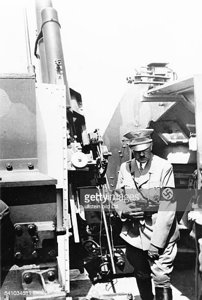 *20041889Politiker NSDAP D bei der Besichtigung einesSicherheitsstandes für 88cmFlak in derArtillerieSchule Wustrow an der Ostsee veröffentlicht...