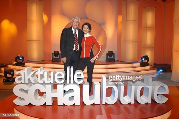 Moderator Dpräsentiert mit Moderatorin Madeleine Wehle die 'Aktuelle Schaubude' auf N3