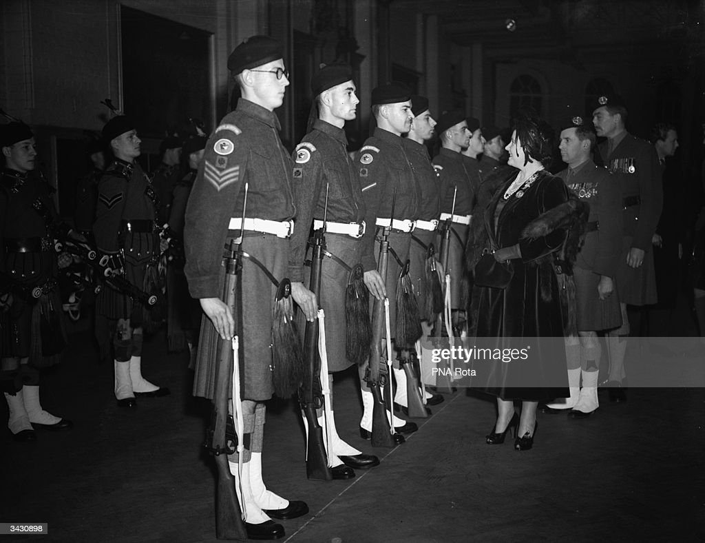 Queen Elizabeth (1900 - 2002) inspects a parade of the London Scottish Regiment at the regimental headquarters in Westminster, London.