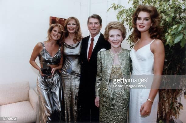 US President Ronald Reagan and First Lady Nancy Reagan pose with American models Christie Brinkley Cheryl Tiegs and Brooke Shields backstage at the...