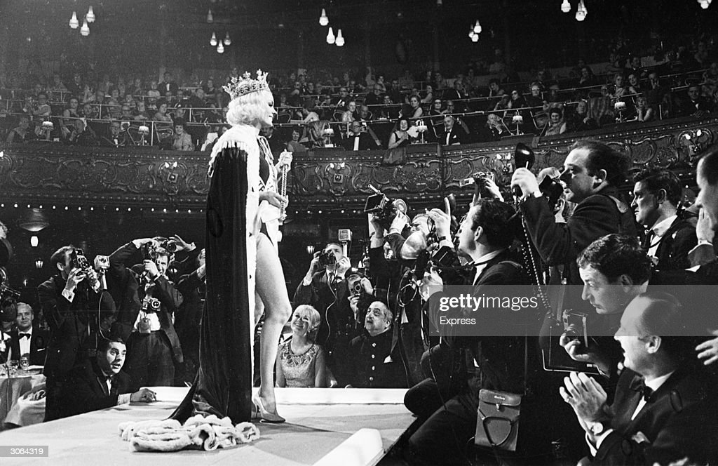 Lesley Langley, Miss UK posing for photographers after winning the title of Miss World.