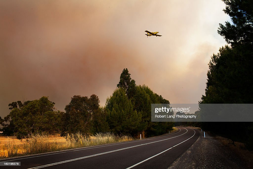 CONTENT] 20th November 2012, Coomunga, Eyre Peninsula: A fully loaded Country Fire Service fixed winged water bombing plane flys over the Lincoln highway, a lifeblood to the Lower Eyre Peninsula rural farming community, while usually flooded with heavy rural vehicle traffic now stands empty due to the fire fighting efforts and current danger.