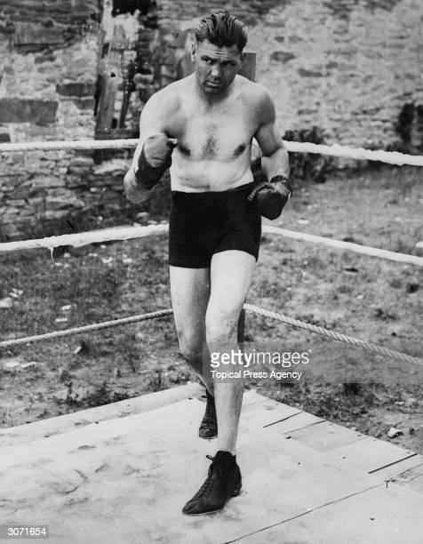 American world heavyweight boxing champion Jack Dempsey in Philadelphia before his fight against Gene Tunney
