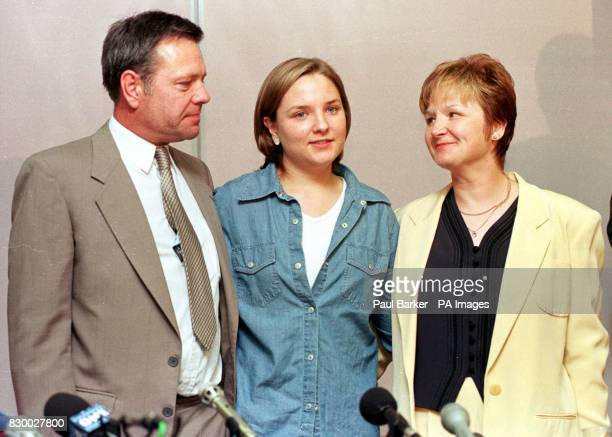 20yearold nanny Louise Woodward who was convicted of the manslaughter of 8 month old baby Matthew Eappen with her mother and father Gary and Sue...