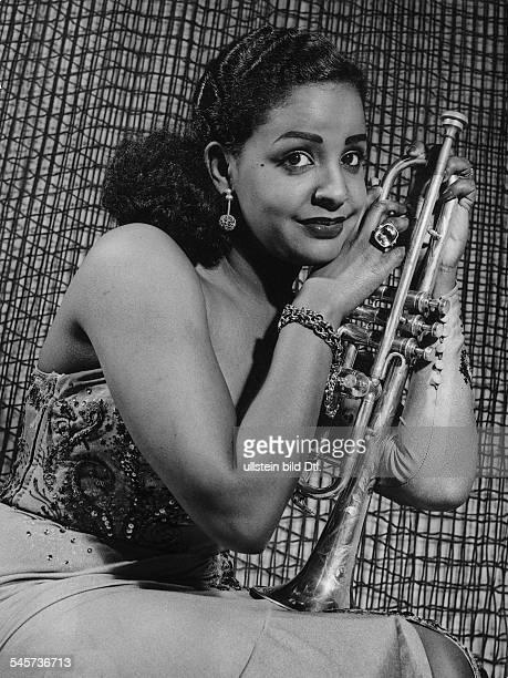 *Sängerin Schauspielerin Trinidadmit Trompete 1955