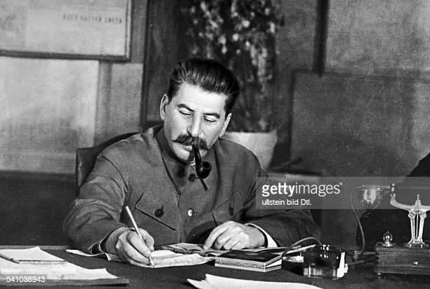 *21121879Politiker UdSSRam Schreibtisch ohne Jahr