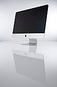 A 215inch iMac computer photographed on a white background on December 18 2012