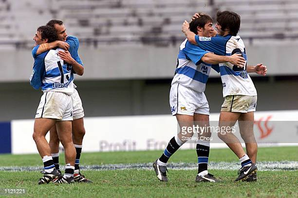 Argentina players celebrate their win over Australia during the Singapore Sevens Cup semifinals between Argentina and Australia during the IRB World...