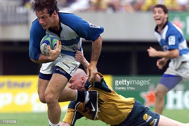 Martin Schusterman of Argentina on the burst while Benjamin Peterson of Australia attempts to stop him during the Singapore Sevens Cup semifinals...