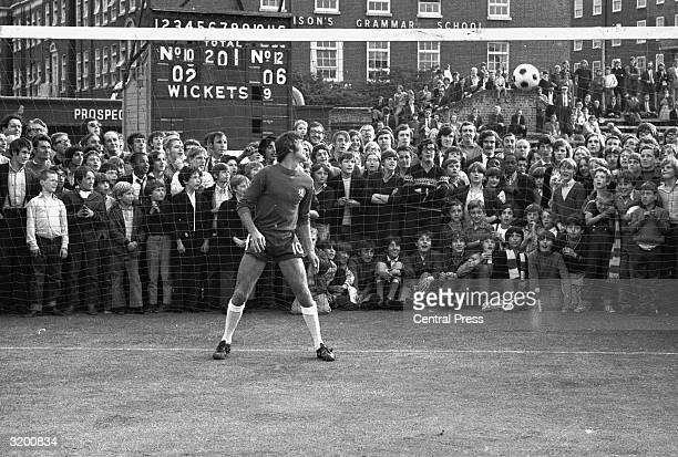 English and Chelsea goalkeeper Peter Bonetti stands in the golmouth during his testimonial at the Oval London