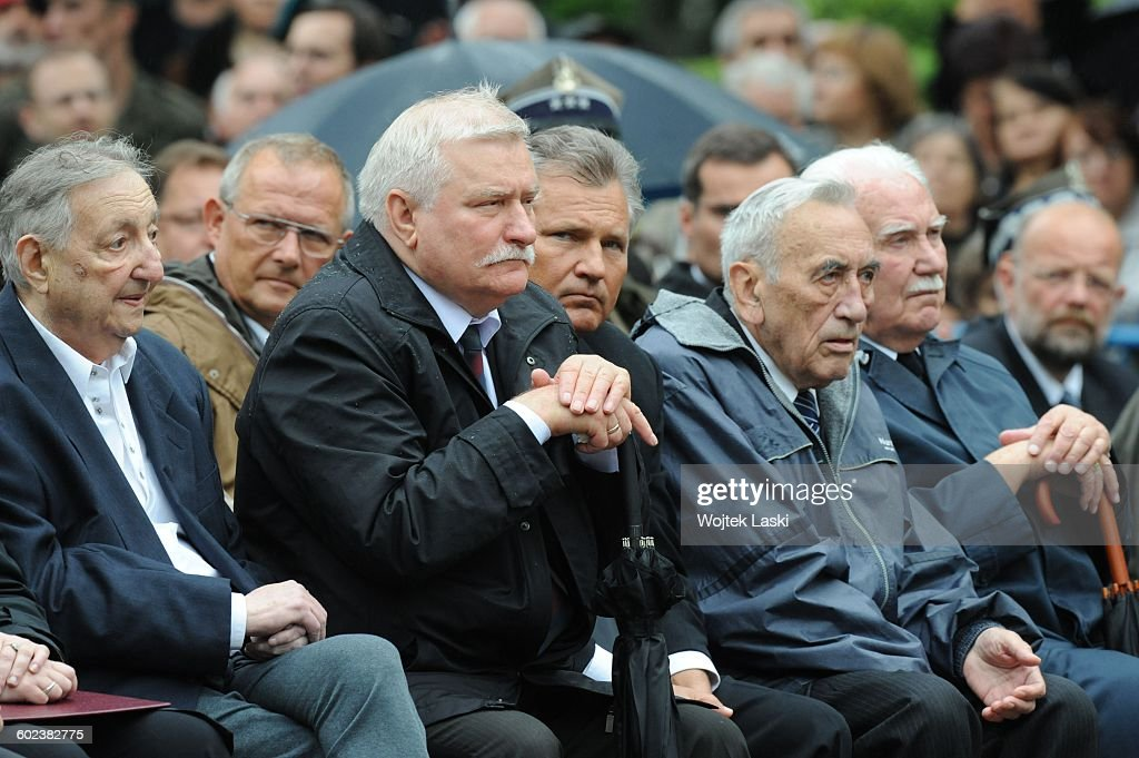 Funeral of Polish politician Bronislaw Geremek in Warsaw, Poland on July 21st, 2007. Pictured: <a gi-track='captionPersonalityLinkClicked' href=/galleries/search?phrase=Marek+Edelman&family=editorial&specificpeople=681016 ng-click='$event.stopPropagation()'>Marek Edelman</a>, Adam Michnik, <a gi-track='captionPersonalityLinkClicked' href=/galleries/search?phrase=Lech+Walesa&family=editorial&specificpeople=93677 ng-click='$event.stopPropagation()'>Lech Walesa</a>, <a gi-track='captionPersonalityLinkClicked' href=/galleries/search?phrase=Aleksander+Kwasniewski&family=editorial&specificpeople=171152 ng-click='$event.stopPropagation()'>Aleksander Kwasniewski</a>, <a gi-track='captionPersonalityLinkClicked' href=/galleries/search?phrase=Tadeusz+Mazowiecki&family=editorial&specificpeople=217774 ng-click='$event.stopPropagation()'>Tadeusz Mazowiecki</a>, Ryszard Kaczorowski.
