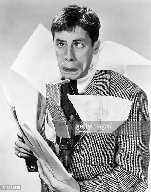 2/26/53Cambridge Massachusetts The 'Lampoon' Harvard University's undergraudate humor magazine awarded its annual 'Roscoe' to film and television...