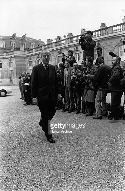Edouard Balladur Minister of Economics Finance and Privatisation arrives at the Elysee Palace under the watchful eyes of the Press