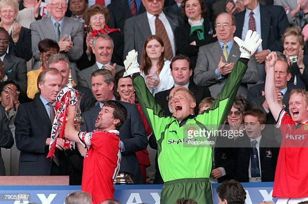 22nd MAY 1999 FA Cup Final Wembley Manchester United 2 v Newcastle United 0 Manchester United captain Roy Keane receives the trophy from the Prince...