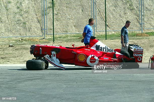 Sportler Motorsport Formel1 Brasilien der zerstörte Ferrari nach seinem Unfall beim Großen Preis von Ungarn auf dem Hungaroring bei Budapest