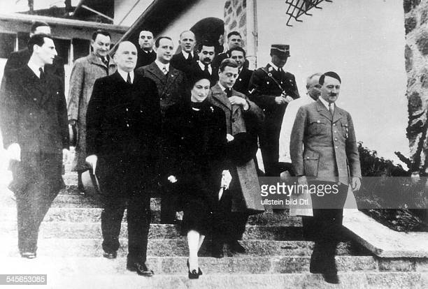*23061894Edward Herzog von Windsor und seineGattin Wallis Herzogin von Windsor zuBesuch bei Adolf Hitler auf demObersalzberg 1937