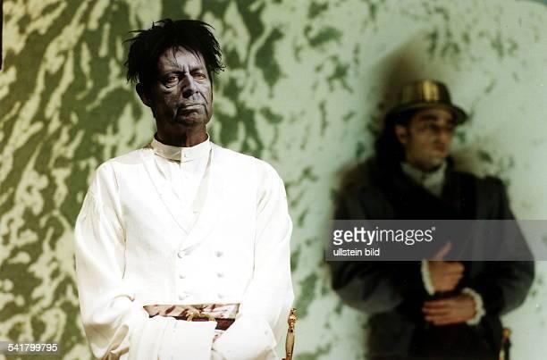Schauspieler D als Othello in der gleichnamigenAufführung von William ShakespeareRegie Alexander LangDeutsches Theater 1998