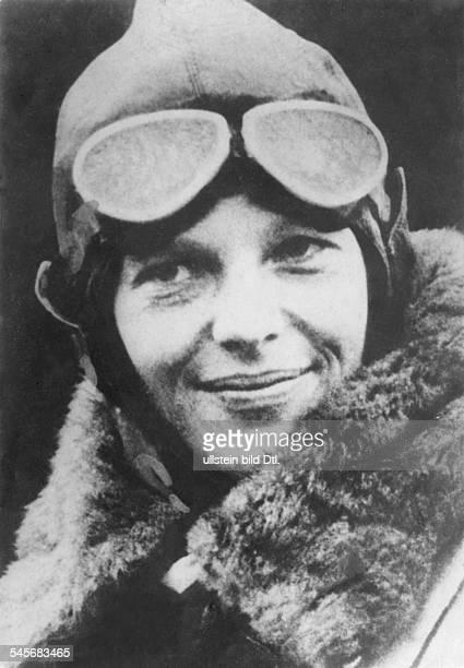 *24071897Fliegerin USAüberquerte als erste Frau den Atlantikmit Pilotenbrille
