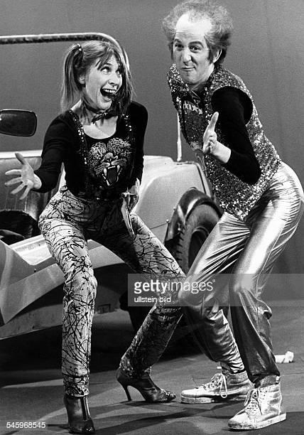 * Schauspieler Entertainer D Auftritt in der ZDF Fernsehsendung'Disco' mit Helga Feddersen und ihrem Hit'Du die Wanne ist voll' 1979