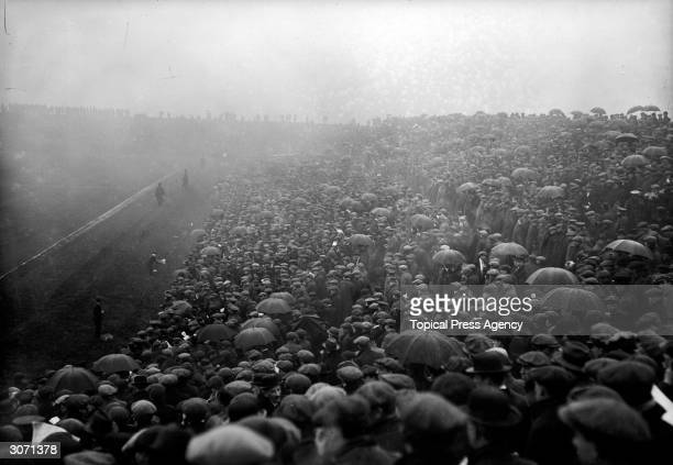 Huge crowds turn out for the Sheffield United Final CupTie match against Chelsea at Manchester