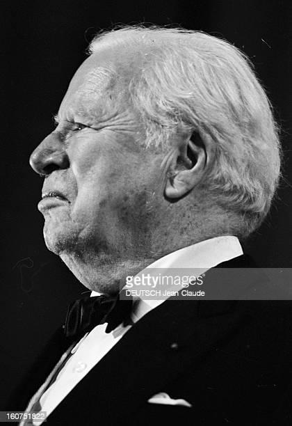 French Distinction For Charlie Chaplin Le 24ème Festival de Cannes se déroule du 12 au 27 mai 1971 lors de la cérémonie d'ouverture portrait de...