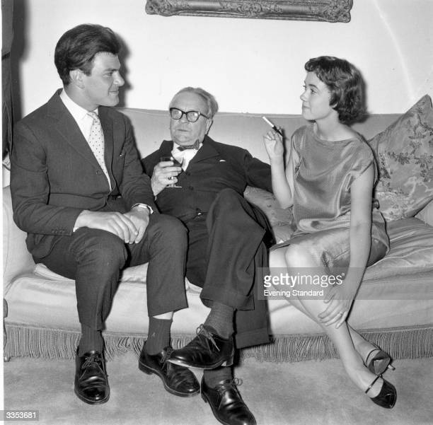 American thriller writer Raymond Chandler centre at a party in Portman Square London On either side of him are publisher Anthony Blond and Blond's...