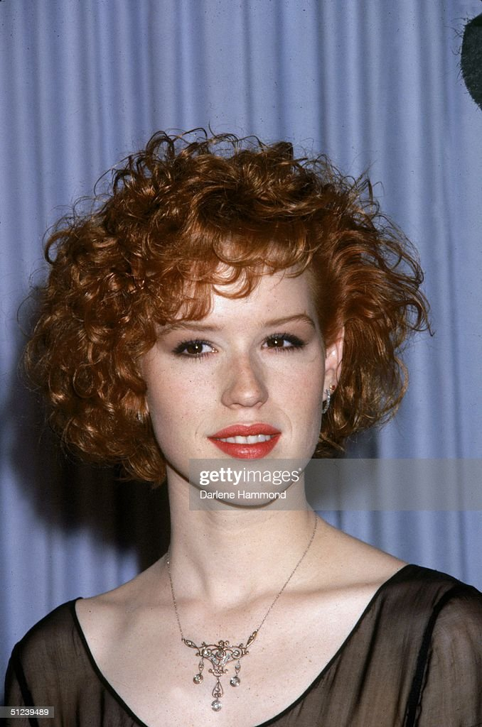 24th March 1986, American actor Molly Ringwald poses backstage at the Academy Awards, Los Angeles, California,