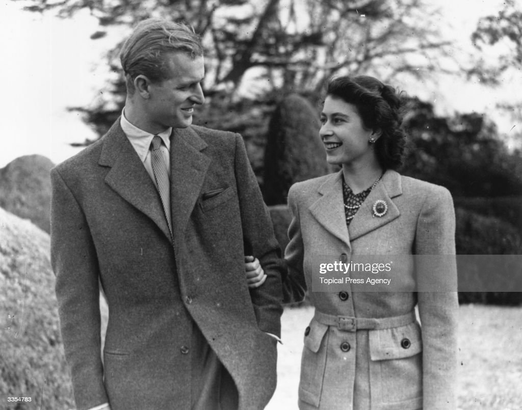 Princess Elizabeth and The <a gi-track='captionPersonalityLinkClicked' href=/galleries/search?phrase=Prince+Philip&family=editorial&specificpeople=92394 ng-click='$event.stopPropagation()'>Prince Philip</a>, Duke of Edinburgh enjoying a walk during their honeymoon at Broadlands, Romsey, Hampshire.