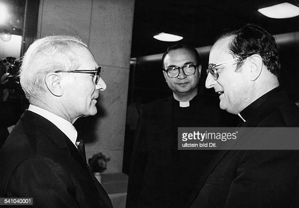 *Poliker SED DDRErster Sekretär des ZK der SED 19711989 Staatsratsvorsitzender 19761989 mit dem Vorsitzenden der Berliner Bischofskonferenz Kardinal...