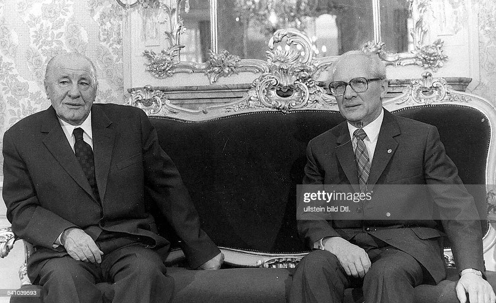 Politiker, SED; DDRErster Sekretär des ZK der SED 1971-1989 (Generalsekretär ab 1976-) Staatsratsvorsitzender 1976-1989mit dem 1. Sekretär des ZK derungarischen KP janos Kadar im SchloßNiederschönhausen