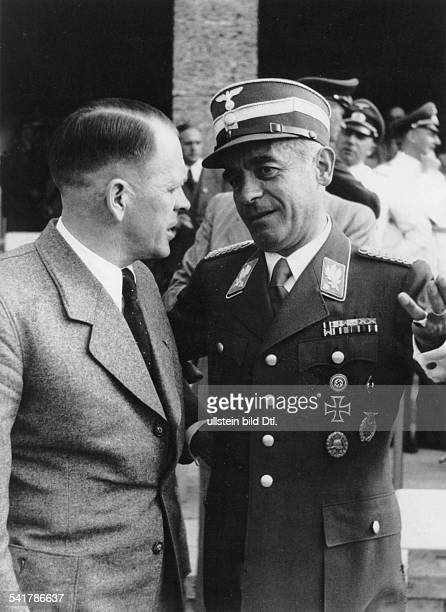 *25101887NSSportfunktionär D der Reichssportführer in deruniform des SAGruppenführers im Gesprächmit dem Reichstrainer Fussball Josef'Sepp'...