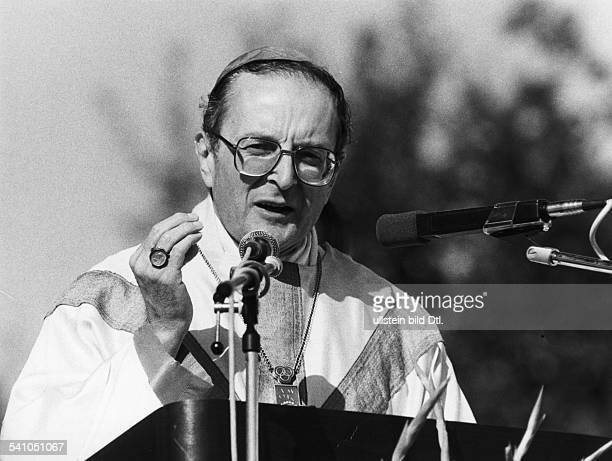 *Geistlicher Theologe katholisch DErzbischof von KölnPorträt während einer Rede 1990