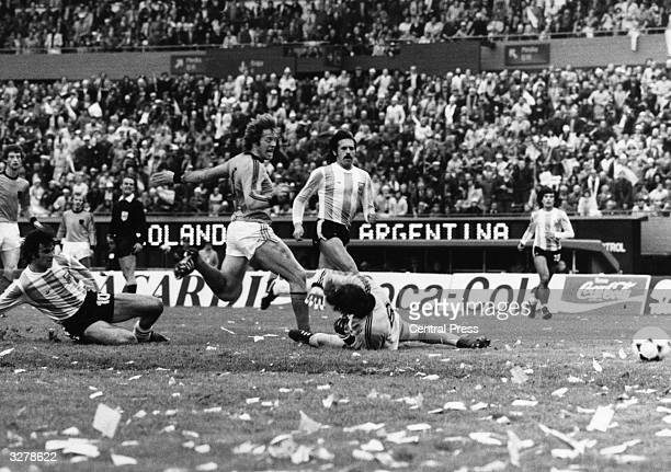 Mario Kempes of Argentina scores his second goal during the match against Holland Argentina won 31