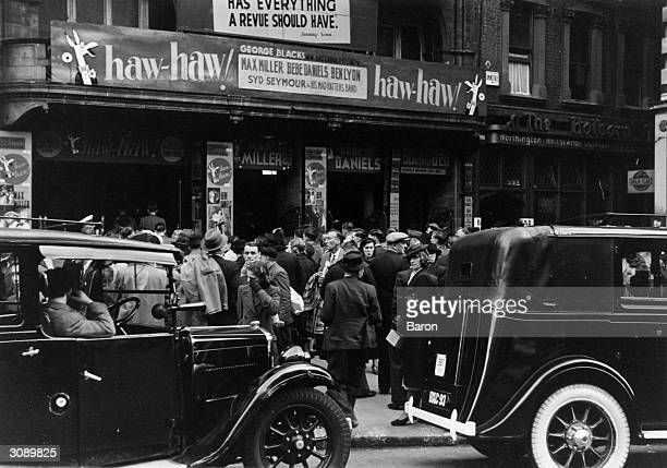 Crowds outside the Holborn Empire before the Haw Haw Laughter Show
