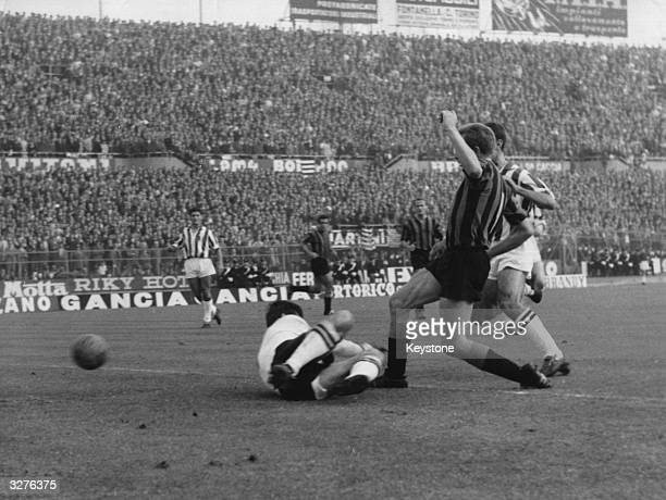 International Milan beats Juventus 42 in Turin with the English import Gerry Hitchens in action during the game