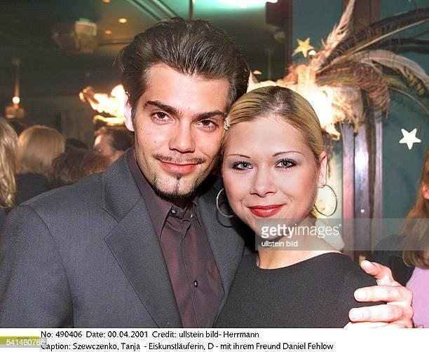 Sportlerin Eiskunstlauf Dmit ihrem Freund dem Schauspieler Daniel Fehlow April 2001
