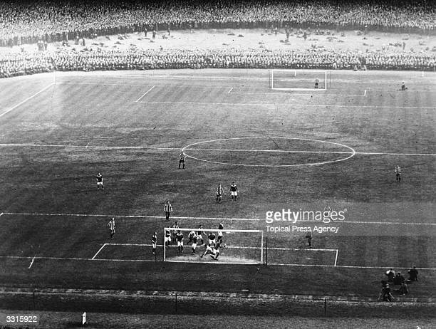 Bradford City goalkeeper Mark Mellors in action during the FA Cup final replay against Newcastle United at Old Trafford Bradford won 10