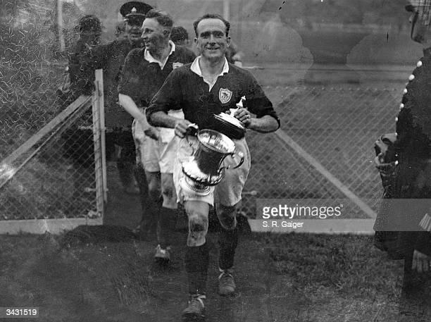 Parker carries the FA Cup after Arsenal won the final against Huddersfield Town at Wembley Stadium in London