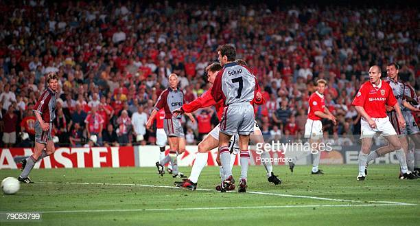 26th MAY 1999 UEFA Champions League Final Barcelona Spain Manchester United 2 v Bayern Munich 1 Manchester United's Teddy Sheringham scores his...