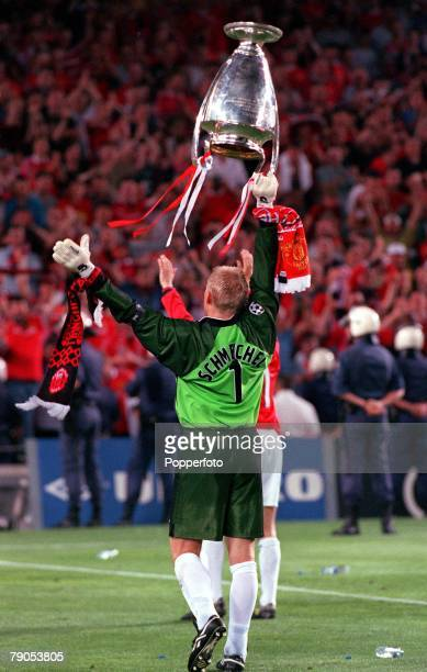 26th MAY 1999 UEFA Champions League Final Barcelona Spain Manchester United 2 v Bayern Munich 1 Manchester United captain Peter Schmeichel shows the...