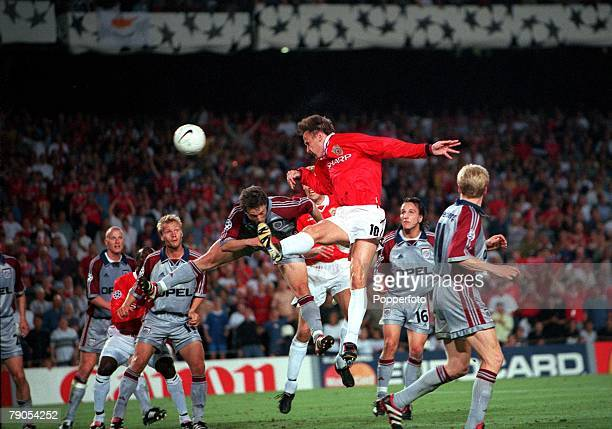 26th MAY 1999 UEFA Champions League Final Barcelona Spain Manchester United 2 v Bayern Munich 1 Manchester United's Teddy Sheringham outjumps Bayern...