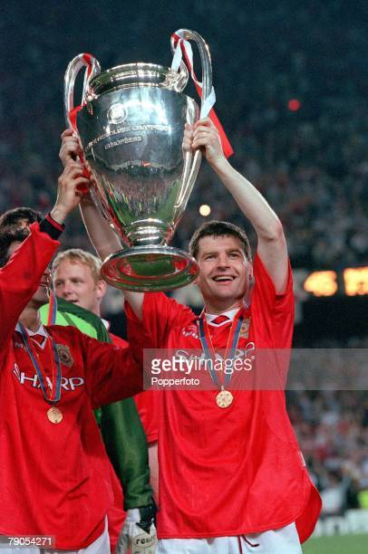 26th MAY 1999 UEFA Champions League Final Barcelona Spain Manchester United 2 v Bayern Munich 1 Manchester United's Denis Irwin lifts the European...