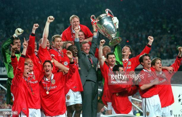 26th MAY 1999 UEFA Champions League Final Barcelona Spain Manchester United 2 v Bayern Munich 1 The Manchester United team and manager Alex Ferguson...