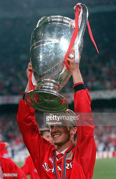 26th MAY 1999 UEFA Champions League Final Barcelona Spain Manchester United 2 v Bayern Munich 1 Manchester United's David Beckham holds the European...