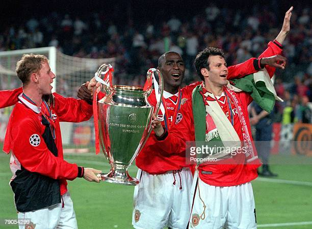 26th MAY 1999 UEFA Champions League Final Barcelona Spain Manchester United 2 v Bayern Munich 1 Manchester United's Nicky Butt Andy Cole and Ryan...