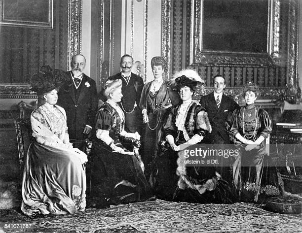 *27011859Deutscher Kaiser 18881941König von PreussenMonarchenzusammenkunft in SchlossWindsor in England vlnr KöniginVictoria Ena v Spanien Eduard VII...