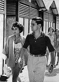 *Schauspielerin USAmit Ehemann Conrad Nicholson Hilton jram Lido in Venedig 1950