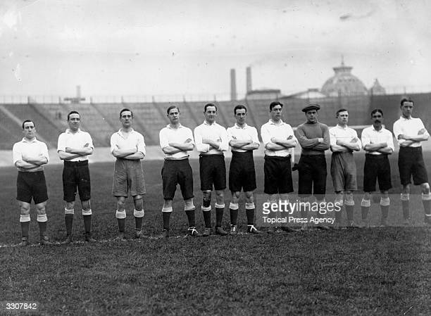 Tottenham Hotspur line up before their match against Woolwich Arsenal