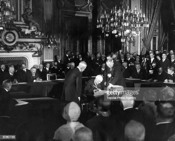 The signing of the Kellogg Briand Pact Quai d'Orsay Paris Frank Billings Kellogg is signing for USA On the rear table are the German Foreign Minister...