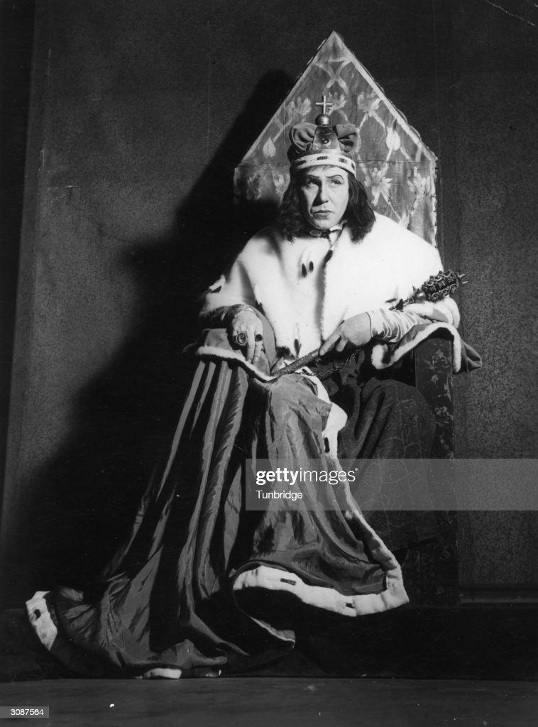 Donald Wolfit (1902 - 1968) as Richard III.